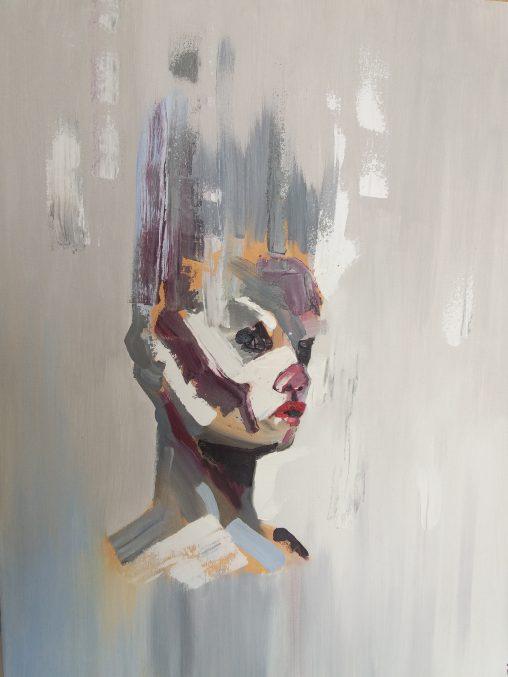 Maalaus Jonna Hennisen näyttelystä. Se esittää tyyliteltyä ihmispäätä murretuin sävyin.